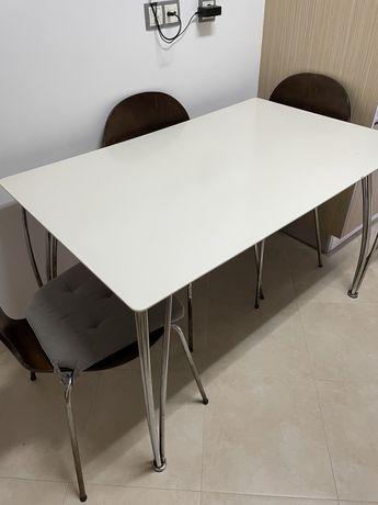 Conjunto mesa de cozinha e cadeiras