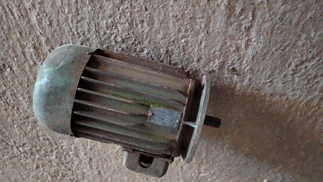 Silnik elektryczny 1,1kw Tamel, solidny