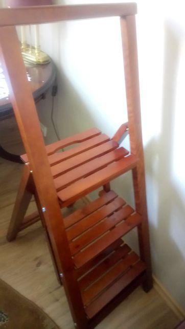 Деревянная лестница стремянка