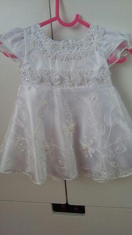 Biała sukienka bolerko i dodatki