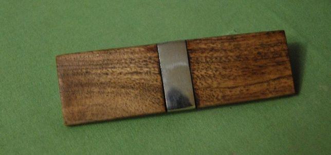 Заколка из дерева в стиле лофт