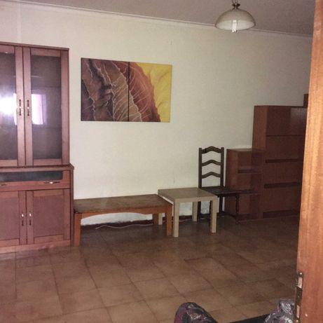 Apartamento T2, no Candal, p/a Renovar, Investidores