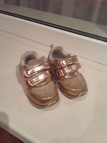 Продам модние кроссовки