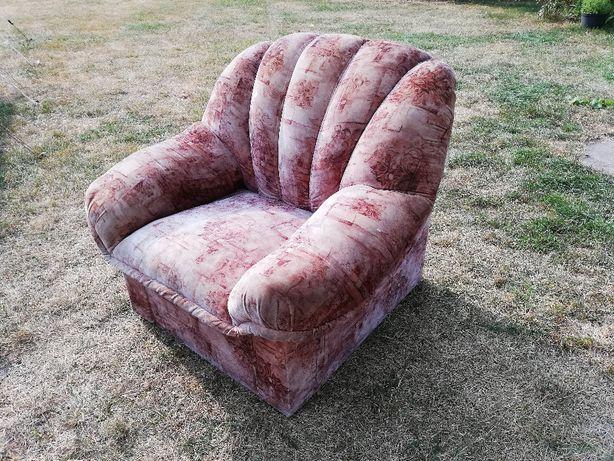 Fotel do salonu. Używany, lecz niezarwany.