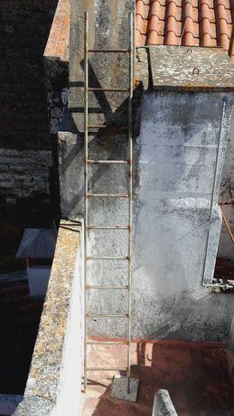 Escada em Ferro com 3,70 cm altura