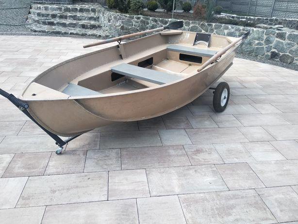 Продается алюминиевая лодка язь в родной краске.