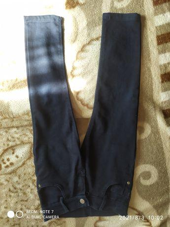 Продам штани на 5-6років