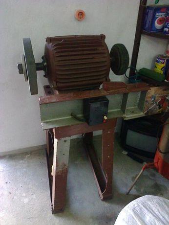 Електродвигатель А1 11квт. 360Вт 1500об.мин. с точилом на станине ТОРГ