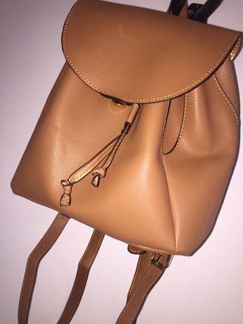 Mały brązowy plecak torebka  stan - jak NOWY