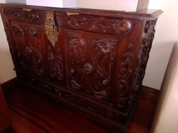 Arca de madeira antiga + sapateira
