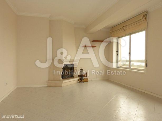 Apartamento T2 para Arrendar na Quinta do Marquês, Nova O...