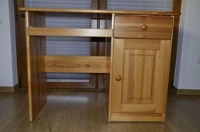 biurko sosnowe dla dziecka