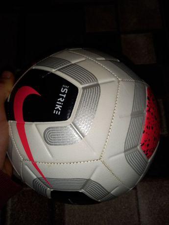 Футбольный мяч Nike (strike)