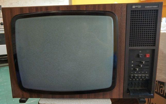 Telewizor Unitra WZT CYGNUS T402 A - nigdy nie używany