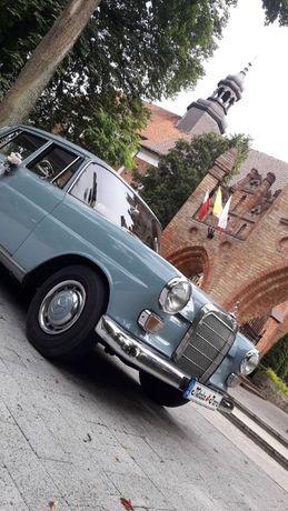 Mercedes w110 Wynajem, auto do ślubu, filmu, reklamy Ciechanów