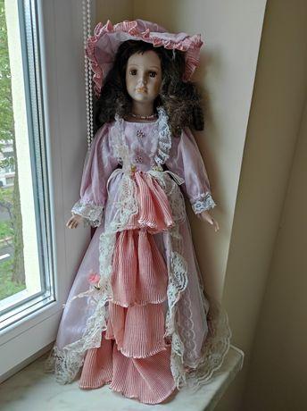 Duża lalka z porcelany