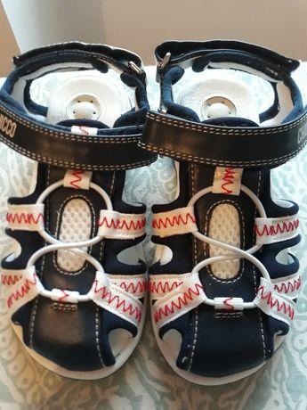 Sandálias de menino