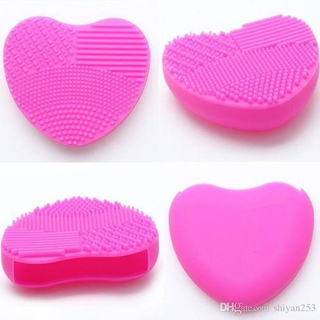 Peça em silicone para limpar pincéis de maquilhagem