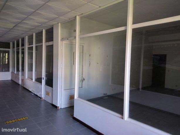 Lojas para venda no prédio da CGD de Penacova.