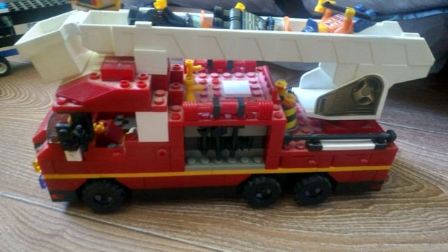 Продам набор лего пожарная машина