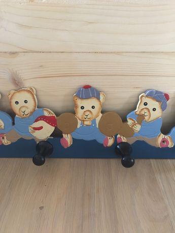 Wieszak drewniany pokój dziecięcy