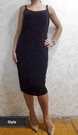 Темно фиолетовое платье на брителях