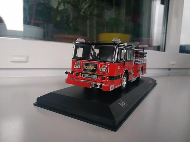 Модель пожарного автомобиля Seagrave Marauder II red/black, IXO 1:43