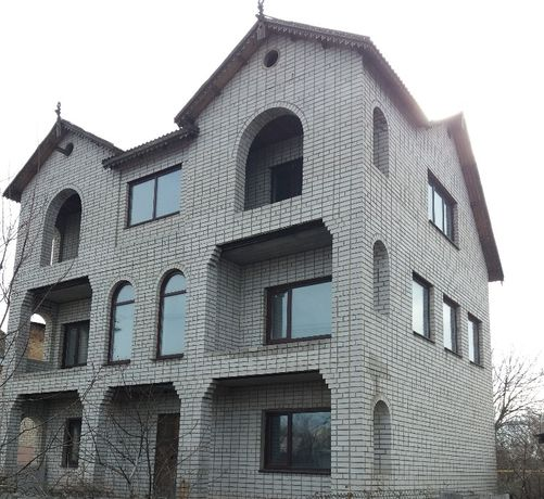 Продаю недостроенный дом в г.Павлограде , без посредников