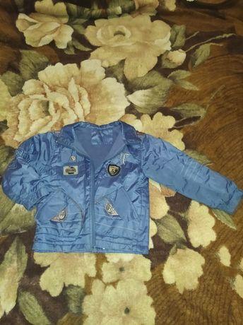 Куртка осень-весна на мальчика 3-5 лет.