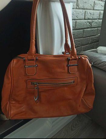 Brązowa torebka do ręki
