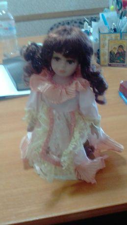 Лялька фарфор