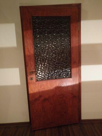 Drzwi wewnętrzne drewniane  solidne.
