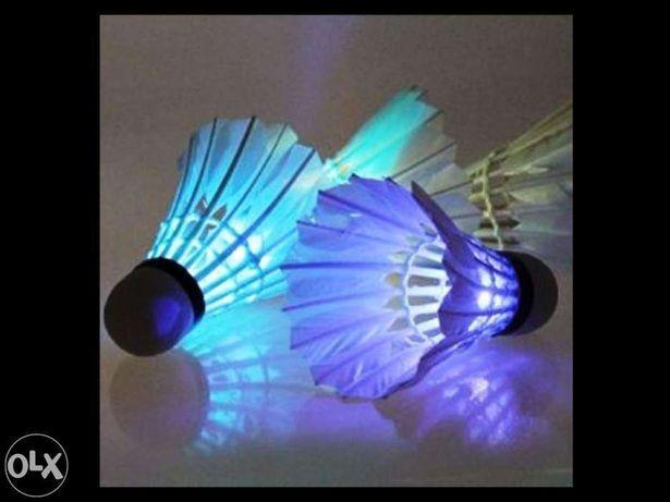 _Volante pena lanterna led colorido ganso badminton