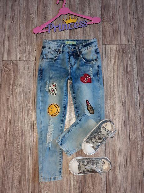 Стильные джинсы с нашивками 5-6лет