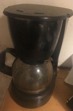 Cafeteira Kunft, cor preta e bule em vidro
