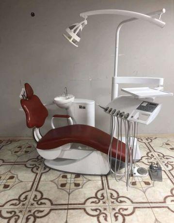 Стоматологічна установка Diplomat LUX DL 250;