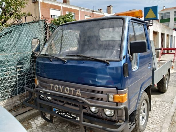 Toyota Dyna reboque