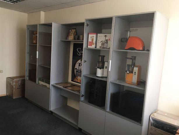 Шкаф-витрина для офиса, шоу-рума, магазина