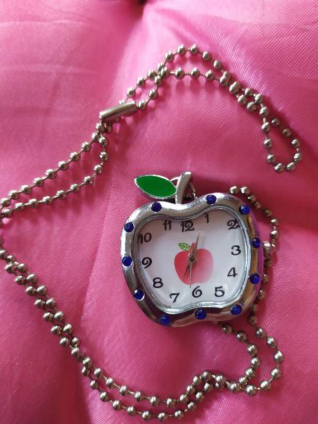 Часы на цепочке .