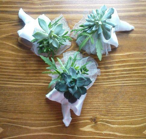 Весільні бутоньєрки із живих рослин сукулентів