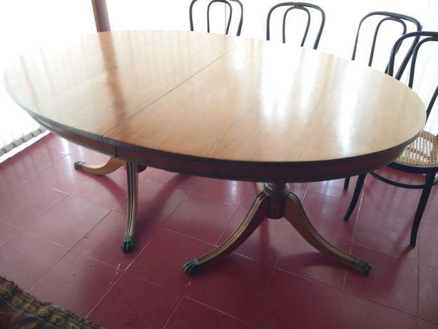 Mesa de madeira para sala de jantar em excelente estado