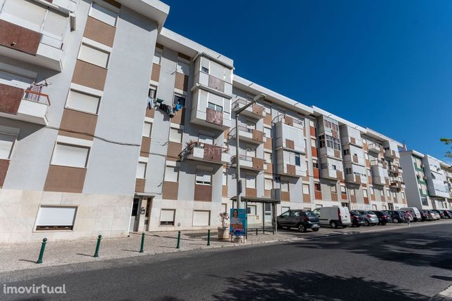 Apartamento T2 com vista rio em Santa Iria da Azoia