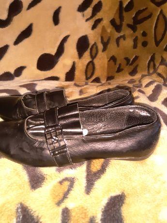 Продаються туфли женские черные на танкетке 37 р.Отправка любой почтой