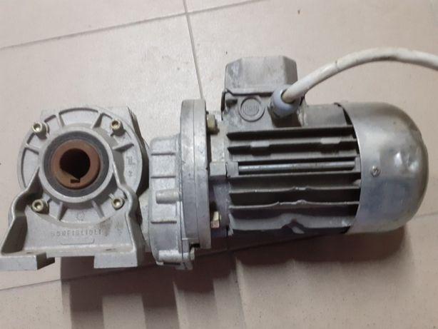 Silnik elektryczny 0.12 kw,830 obrotów z motoreduktorem
