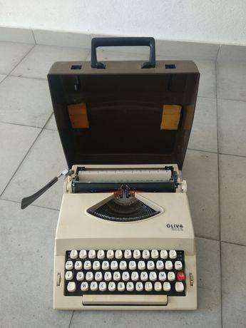 Máquina de escrever OLIVA 2002