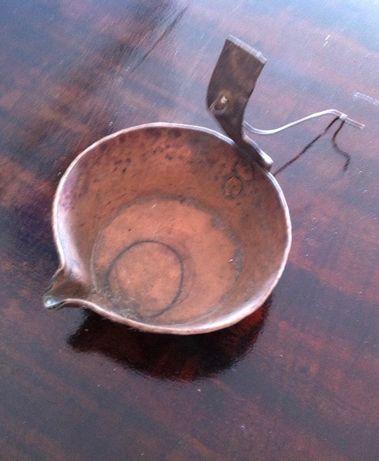 antigo escorredor em cobre