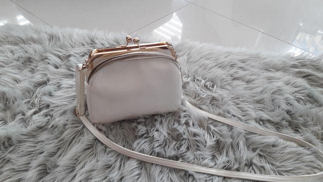 Biała torebka złote dodatki
