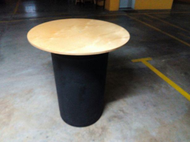 Mesas altas para bar.