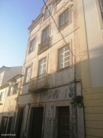 Prédio, 520 m², Abrantes (São Vicente e São João) e Alferrarede