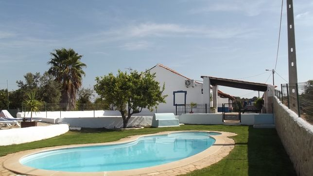 Quinta rural no silêncio paradisíaco ,com piscina, BBQ. Internet e AC.